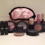 9 produtos básicos de maquiagem para levar em viagens