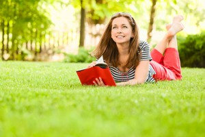 woman-reading-outdoors-summer