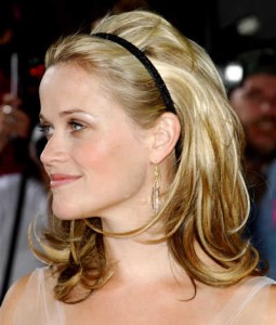 reese-witherspoon-layered-blonde-headband-hairstyle-05