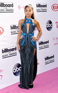 rs_634x1024-160522165546-634.Ariana-Grande-Billboard-Music-Awards.tt.052216