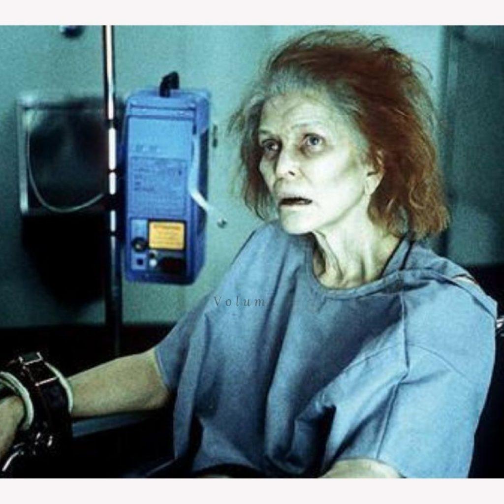 A foto mostra uma cena do filme Réquiem para Um Sonho, que está entre os filmes perturbadores do post
