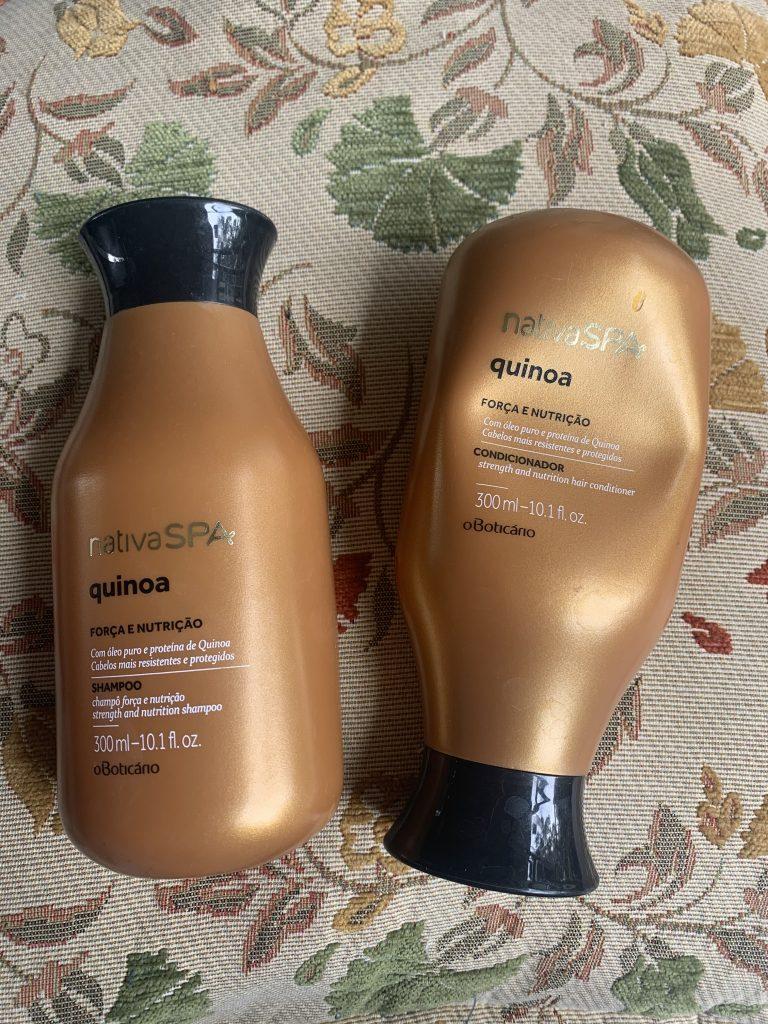 A foto mostra o shampoo e o condicionador da linha Nativa Spa Quinoa