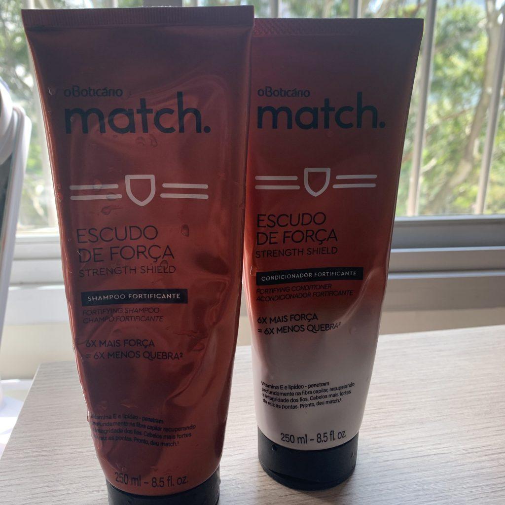 A foto mostra o shampoo e o condicionador a linha Escudo de Força